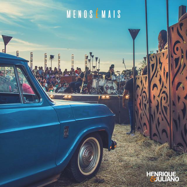 Album cover for Menos É Mais (Ao Vivo) by Henrique & Juliano