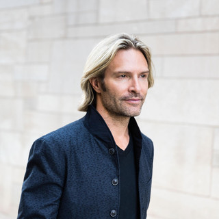 Picture of Eric Whitacre