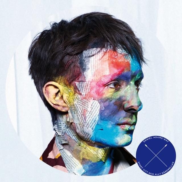 Skivomslag för Daniel Adams-Ray: Svart, Vitt Och Allt Däremellan