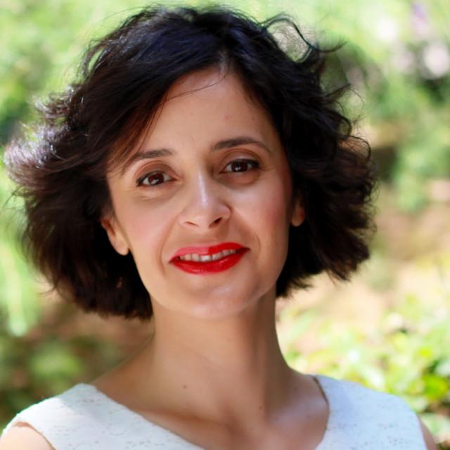 Jueves, un poema de Carilda Oliver Labra. Recita Helena Trujillo - Helena  Trujillo   Podcast on Spotify