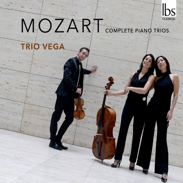 Album cover for Mozart: Complete Piano Trios by Wolfgang Amadeus Mozart, Trio Vega