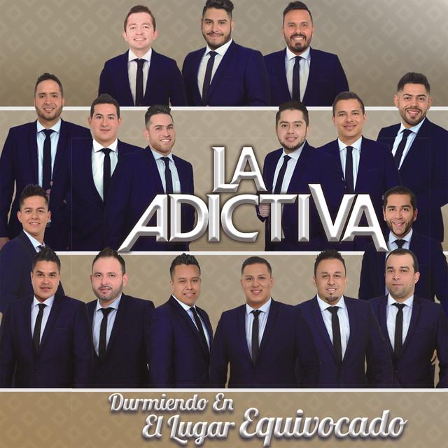 Album cover for Durmiendo en el Lugar Equivocado by La Adictiva Banda San José de Mesillas