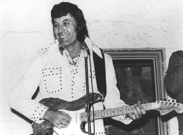 Carl Perkins, Johnny Cash I Walk the Line cover