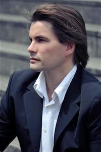 Nicolas Horvath}
