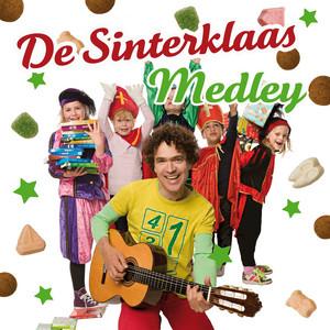 Sinterklaas Kapoentje / Sinterklaasje Bonne Bonne Bonne / Hop Hop Hop, Paardje In Galop / Hij Komt, Hij Komt / Piet Ging Uit Fietsen / Jingle Bells / Hoor De Wind Waait Door De Bomen (De Sinterklaas Medley)