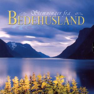 Tett Ved Sia Mi Går Jesus by Solveig Leithaug Henderson