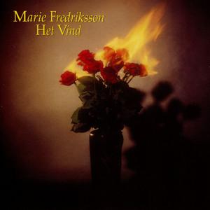 Ännu doftar kärlek by Marie Fredriksson