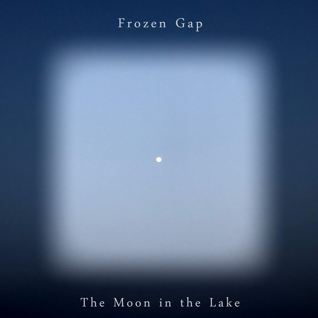 The Moon in the Lakeのサムネイル