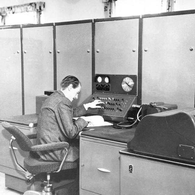 Norges første elektroniske regnemaskin