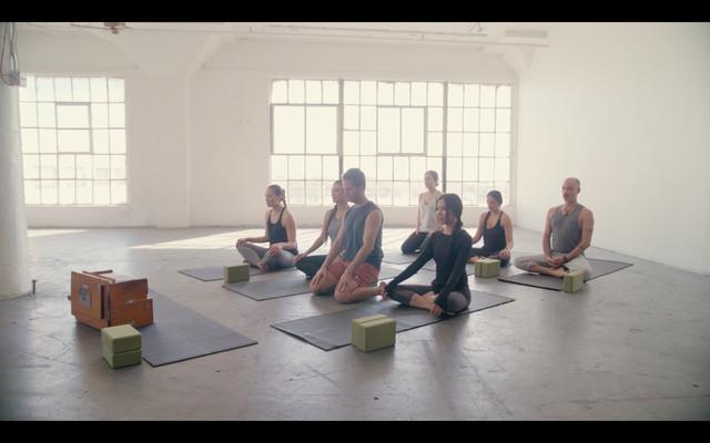 IDM TV Gentle Yoga 45min