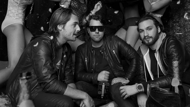 Swedish House Mafia, Coldplay Every Teardrop Is a Waterfall (Coldplay vs. Swedish House Mafia) (live) cover