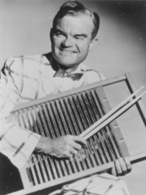 Spike Jones Victor Young Medley: It's Christmas Time / Sleep Well, Little Children cover